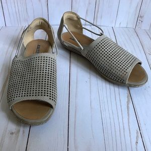 Earth Brand Sandals Taupe Size 6B